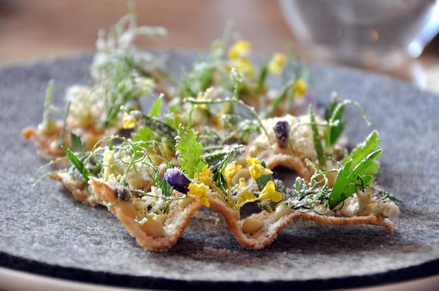 Restaurant Noma: Toast med pighvarrogn, urter og eddikestøv