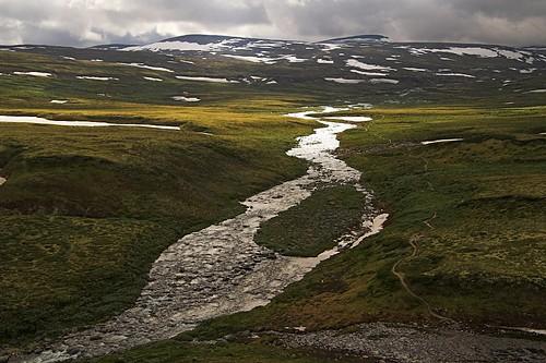 mountains norway backlight landscape geotagged evening norge hiking dovrefjell geo:lon=947382 dovrefjellsunndalsfjella stropla stroplsjodalen dovrefjellsunndalsfjellanationalpark stroplariver geo:lat=62322751