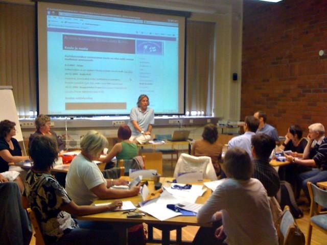 El director del colegio finlandés de fuengirola en una charla