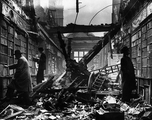 Hulton-Deutsch Collection [ Holland House Library Suffers Damage ] 1940