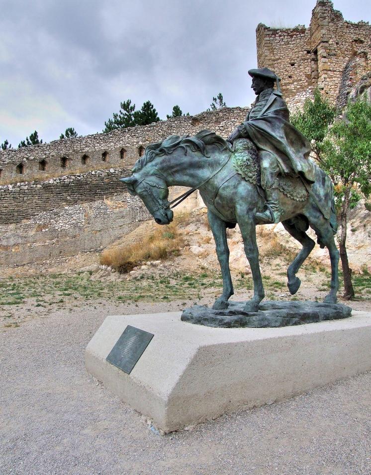 4. Estatua de Ramón Cabrera, en Morella. Autor, Santi MB
