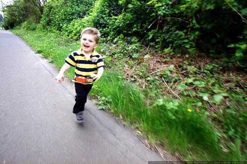 he's running to meet his mom    MG 3323