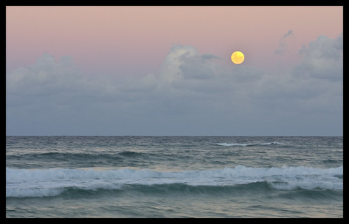 Surfers Paradise Full Moon May 2009-3&