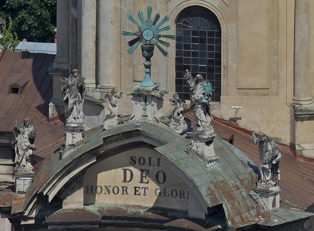 Sculptures on the top of Dominican Church. View from town hall (Ratusha). Lviv, Ukraine (Скульптури на Домініканському соборі. Вигляд з ратуші. Львів, Україна)