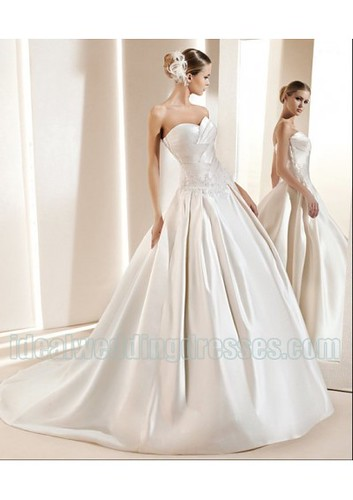 Satin Sweetheart Strapless Neckline Rouched Appliques in Chapel Train Empire 2011 Luxurious Wedding Dress WD-0495