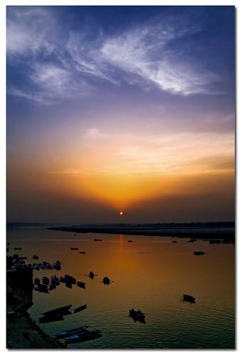 sky sunrise river boats dawn wide varanasi polarizer canoneosdigitalrebelxt ganga ganges benaras uttarpradesh sigma1770mm