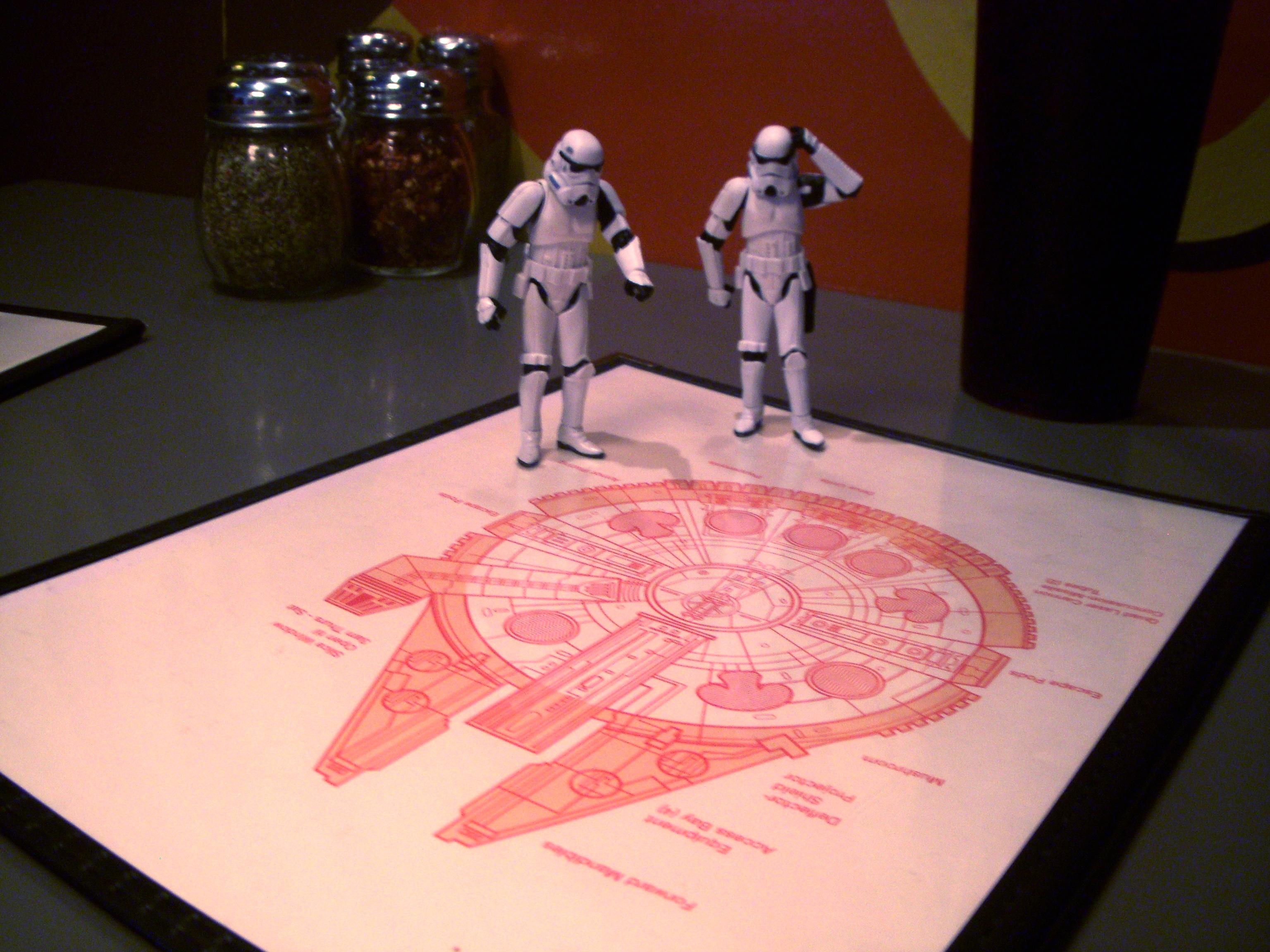 imagen graciosa de juguetes Star Wars planificando