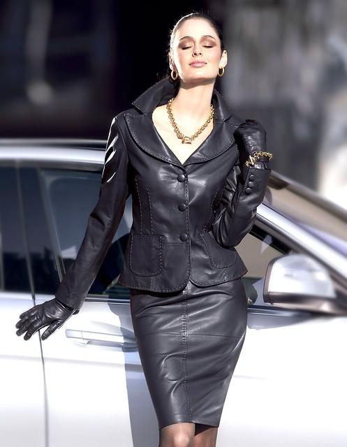 фото женщин в кожаных нарядах