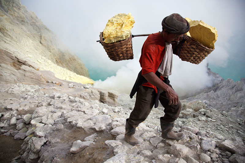Heavy load - Kawah Ijen - Indonesia