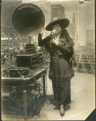 Fritzi Scheff demonstrating Magnavox for Fifth Liberty Loan in New York City, 1895