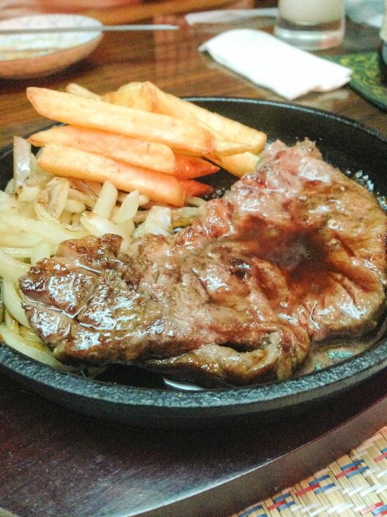 らくだの肉のステーキ