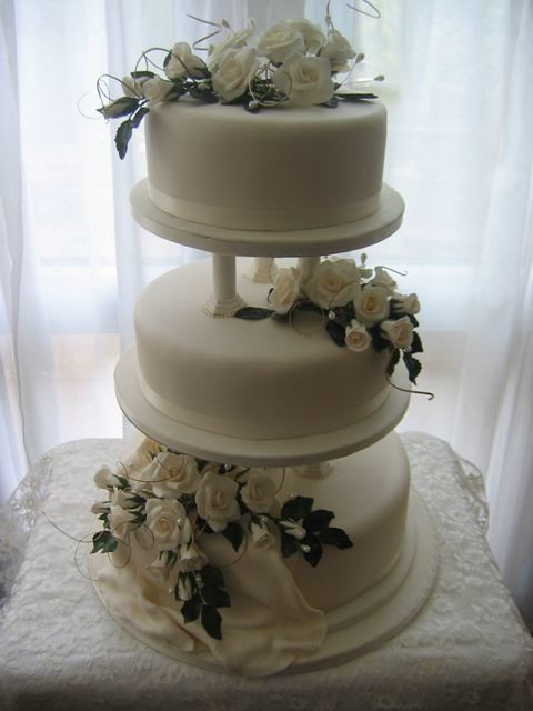 wedding cakes with pillars wedding cake 33 three tier cake on pillars decorated 26077