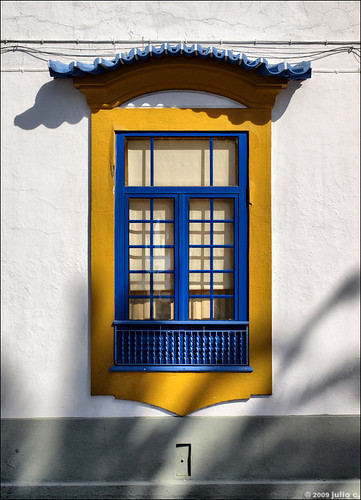 blue houses windows urban white house portugal window yellow wall architecture ventana shadows geometry traditional nopeople olympus symmetry textures janela typical oldcity façade aveiro e510 bigmomma julioc challengeyouwinner photographybyjulioctheblog olympuse510 ilustrarportugal sérieouro janelasportuguesas j5074 ilustrarportugal200904aveiro 24ccfbt