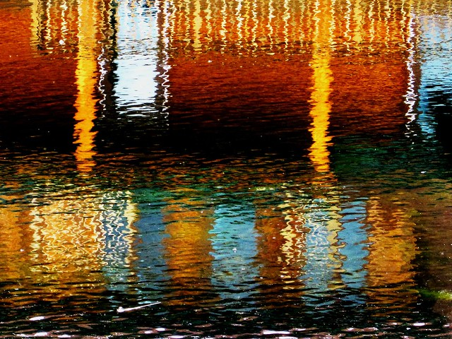 Water art: Colour columns