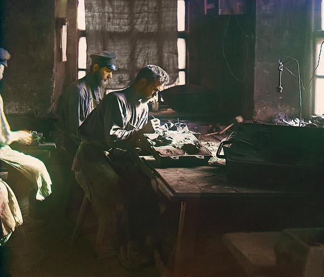 Forming art castings. Kasli, 1910