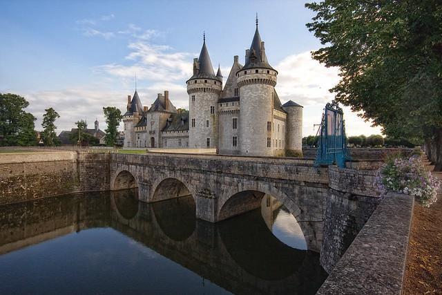 Château de Sully, замки Бургундии, самые красивые замки во Франции