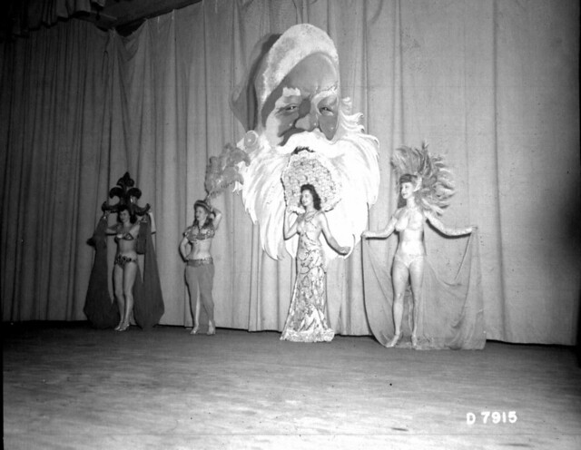 Hollywood Esquire Girls Christmas Show, 1944