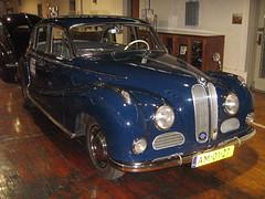 daimler 250(0.0), jaguar mark 2(0.0), mid-size car(0.0), jaguar mark 1(0.0), mitsuoka viewt(0.0), convertible(0.0), jaguar s-type(0.0), automobile(1.0), vehicle(1.0), bmw 501(1.0), antique car(1.0), sedan(1.0), classic car(1.0), vintage car(1.0), land vehicle(1.0), luxury vehicle(1.0),