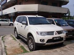 automobile(1.0), sport utility vehicle(1.0), vehicle(1.0), mitsubishi pajero(1.0), mitsubishi challenger(1.0), compact sport utility vehicle(1.0), mitsubishi outlander(1.0), mitsubishi(1.0), bumper(1.0), land vehicle(1.0),