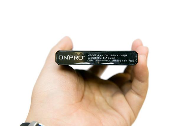 金屬 + 鋰聚合物 – ONPRO 鋁合金 12000 大容量行動電源 @3C 達人廖阿輝