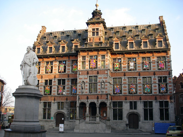 stadhuis halle het oude stadhuis aan de grote markt in ha flickr photo sharing. Black Bedroom Furniture Sets. Home Design Ideas