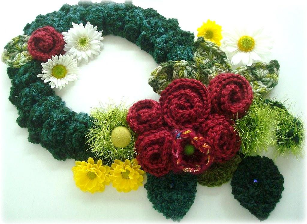 Rosas de Outono, cachecol-colar de crochê