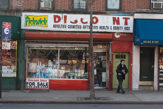 discount store definition  meaning