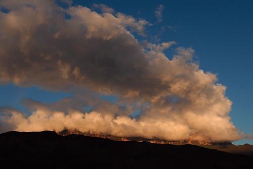 sky orange cliff cloud mountain montagne dark landscape plateau ciel sombre nuage paysage falaise inselberg tabulaire