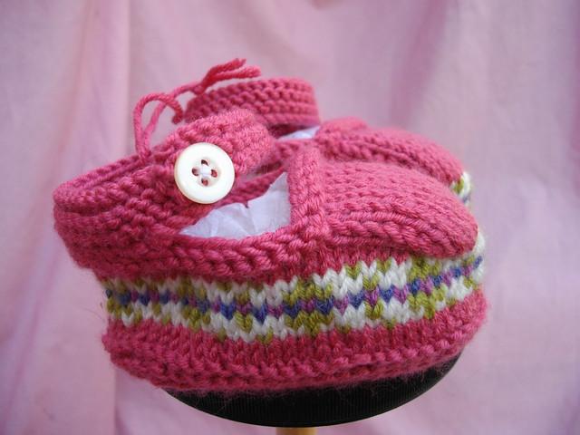 3458988640 d26e0c2a71 z Knifty Knitter Pom Pom Maker (Optional) Baby Booties Pattern