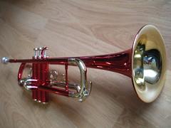 string instrument(0.0), tuba(0.0), trombone(0.0), saxhorn(0.0), acoustic guitar(0.0), baritone saxophone(0.0), guitar(0.0), euphonium(0.0), types of trombone(0.0), alto horn(0.0), bass guitar(0.0), trumpet(1.0), brass instrument(1.0), wind instrument(1.0),