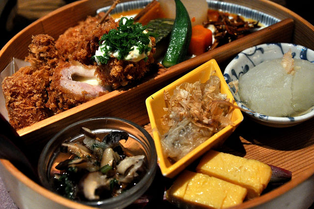 杏子豬排商業午餐-拼盤全貌