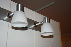 daylighting(0.0), lamp(0.0), ceiling fan(0.0), mechanical fan(0.0), lighting(0.0), light fixture(1.0), white(1.0), sconce(1.0), light(1.0), ceiling(1.0),
