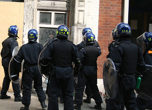 G20 - Riot police storm squat