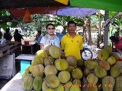flower(0.0), plant(0.0), market(1.0), produce(1.0), fruit(1.0), food(1.0), durian(1.0),