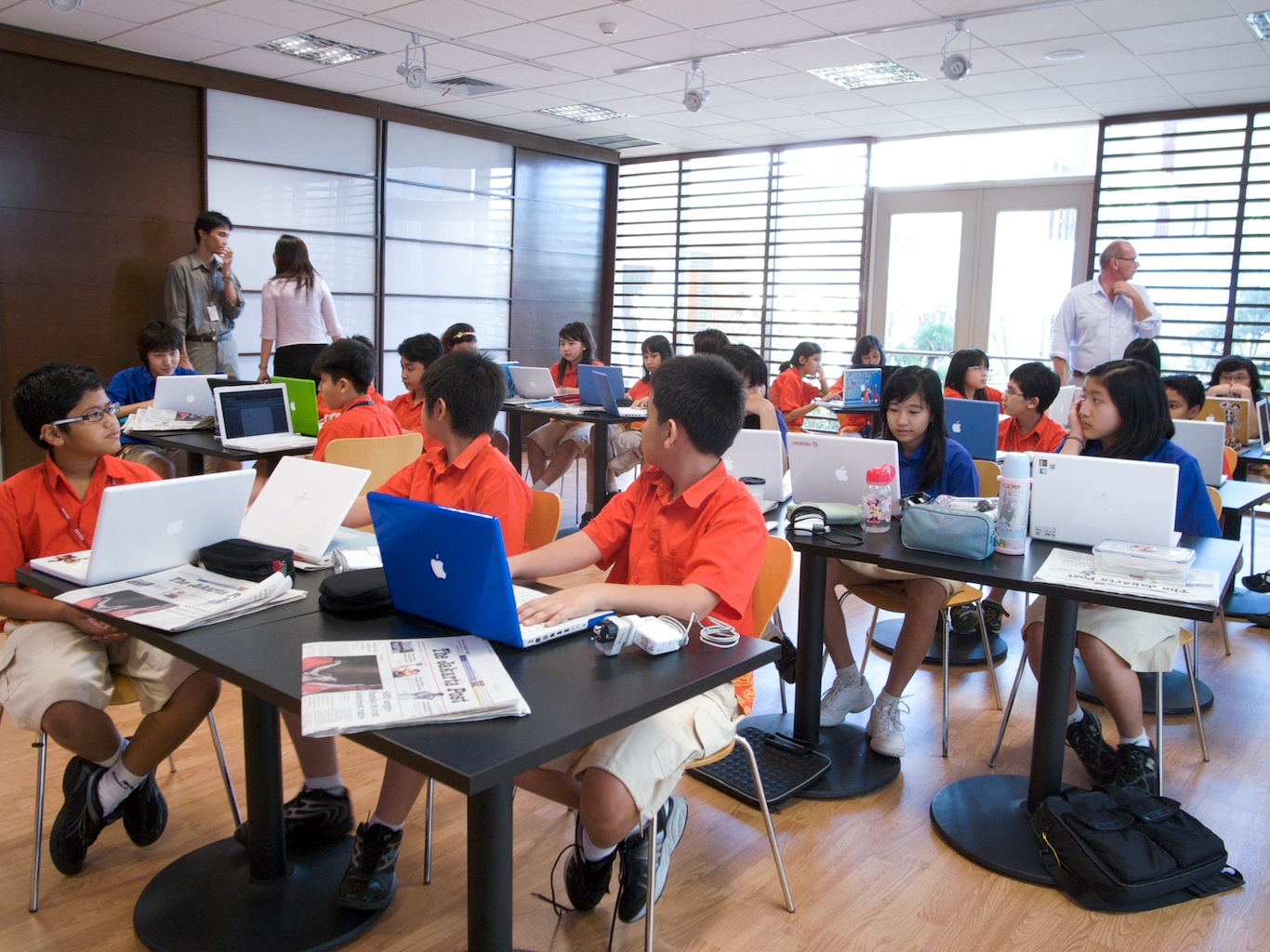 laptops in classroom Laptops, tablet pcs, pdas, and even smart phones all have great potential as classroom learning tools: many students use them to take class notes, while others use them to record lectures.