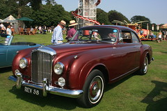 rolls-royce silver dawn(0.0), mid-size car(0.0), automobile(1.0), bentley s2(1.0), vehicle(1.0), bentley s1(1.0), rolls-royce silver cloud(1.0), antique car(1.0), sedan(1.0), classic car(1.0), vintage car(1.0), land vehicle(1.0), luxury vehicle(1.0), convertible(1.0),