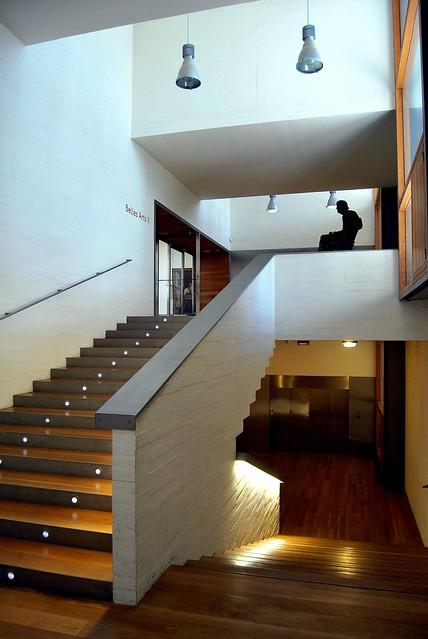 Museo de bellas artes de castell n edificio de - Luces para escalera ...