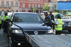automobile(1.0), automotive exterior(1.0), sport utility vehicle(1.0), volkswagen(1.0), vehicle(1.0), volkswagen touareg(1.0), land vehicle(1.0), luxury vehicle(1.0), vehicle registration plate(1.0),