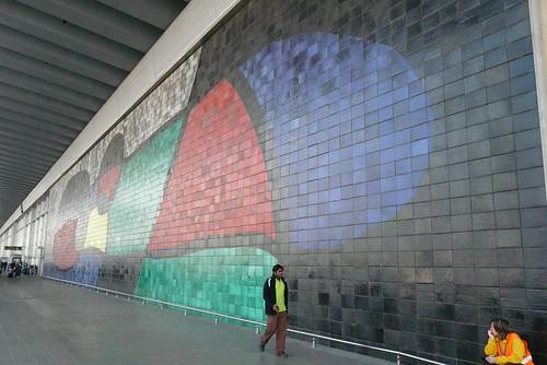 Mural en el Aeropuerto de Barcelona Foto: Mydograzzle