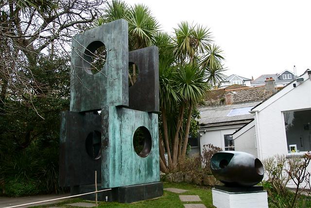 barbara hepworth sculpture artist