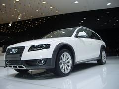 executive car(0.0), sedan(0.0), automobile(1.0), automotive exterior(1.0), audi(1.0), family car(1.0), wheel(1.0), vehicle(1.0), automotive design(1.0), audi allroad(1.0), bumper(1.0), land vehicle(1.0), luxury vehicle(1.0),
