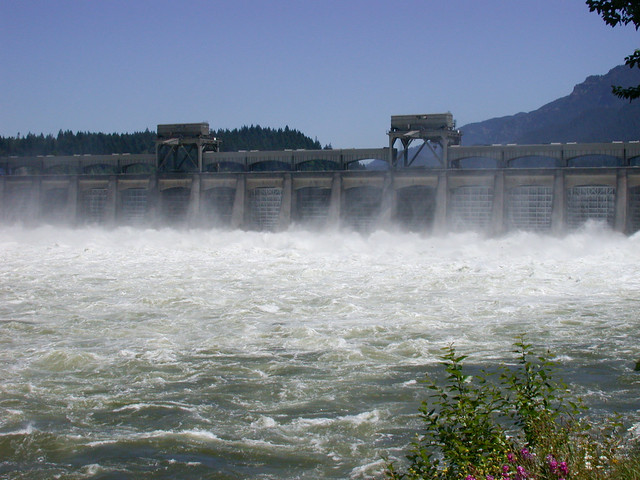 Bonneville dam on columbia river flickr photo sharing for Bonneville dam fish camera