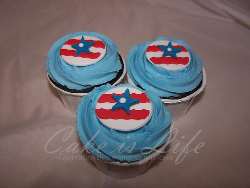 4th of July Cupcakes by Cake is Life ~ Emily