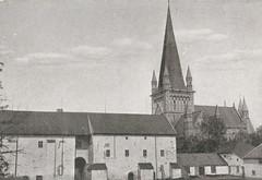 Erkebispegården med Domkirken i bakgrunnen