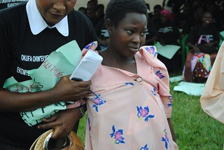 anemic pregnant mother helped as crowd raise money for her to travel to Mulago for transfusion KC Sharifah Nabukenya