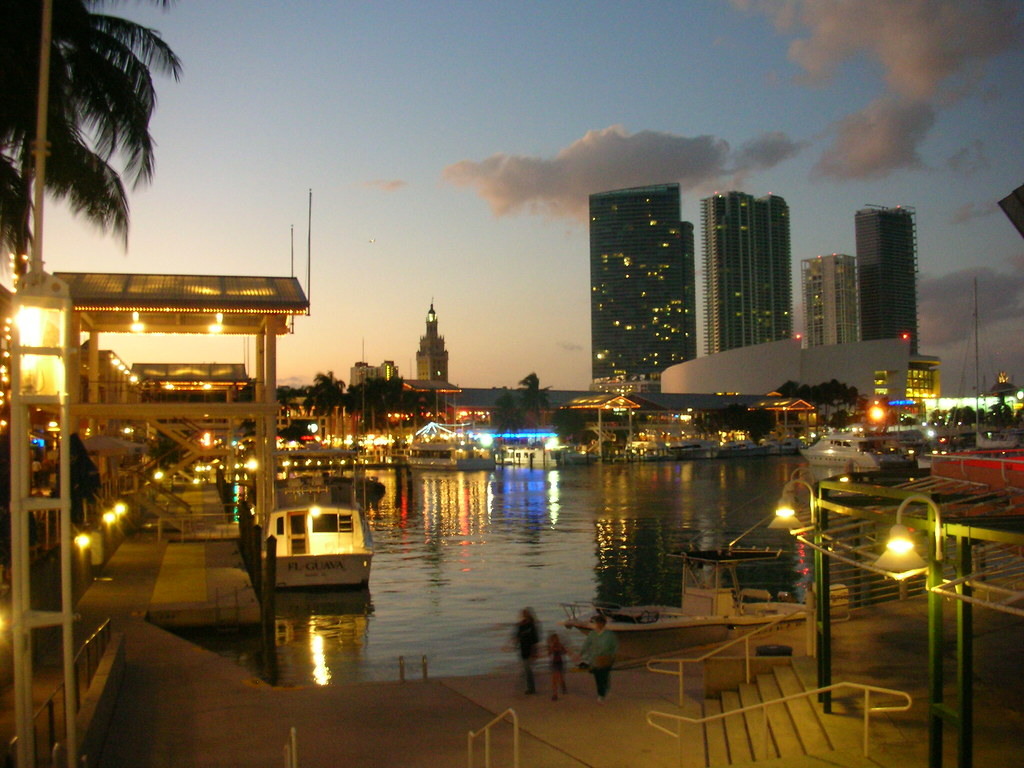 Must see/do at Bayside Marketplace There's only one way to see the Miami islands where the rich and famous live, learn about Miami's rich waterside history and enjoy an umbrella drink or two -- 7/10().