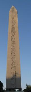 صورة Obelisk of Theodosius قرب Eminönü. history turkey egypt istanbul obelisk granite hippodrome hieroglyphic