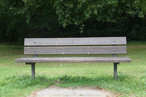 Los bancos del parque hampstead heath de londres la broma - Banco para sentarse ...