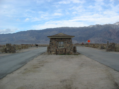 Manzanar gate house, by teofilo
