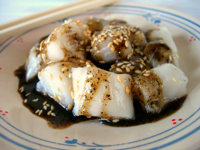 Homemade rice noodle rolls (chee cheong fun) 住家朱腸粉